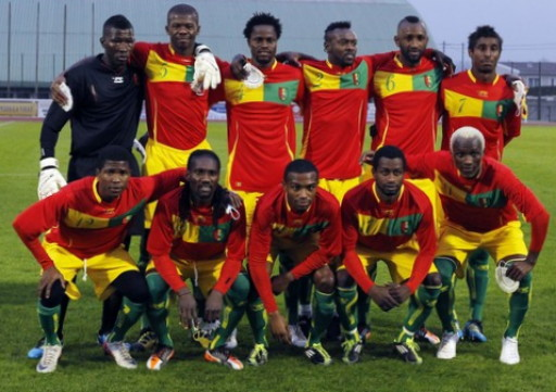 Guinea-10-11-AIRNESS-home-kit-red-yellow-green-line-up.jpg