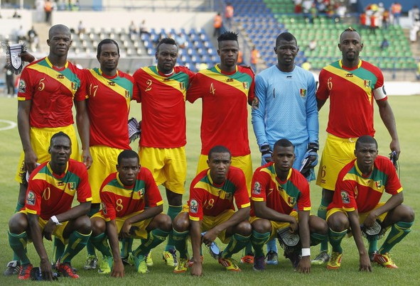 Guinea-12-AIRNESS-home-kit-red-yellow-green-line-up.jpg