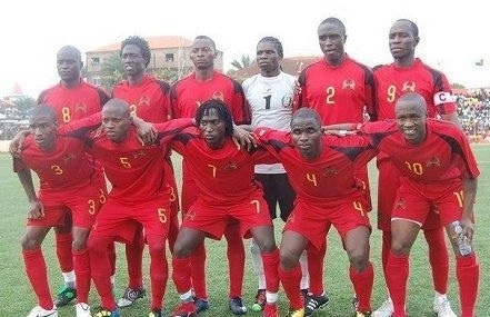 Guinea-Bissau-2010-LACATONI-home-kit-red-red-red-line-up.jpg