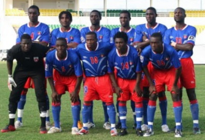 Haiti-08-WANGANEGUESS-home-kit-blue-red-blue-line-up.jpg