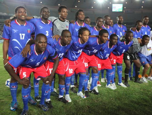 Haiti-10-WANGANEGUESS-home-kit-blue-red-blue-line up.JPG