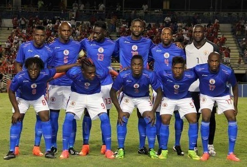 Haiti-2013-15-SAETA-home-kit-blue-white-blue-line-up.jpg