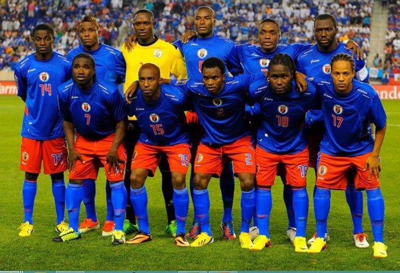 Haiti-2013-SAETA-home-kit-blue-red-blue-group-photo.jpg