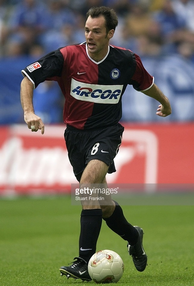 Hertha-Berlin-01-02-NIKE-ARCOR-away-kit.jpg