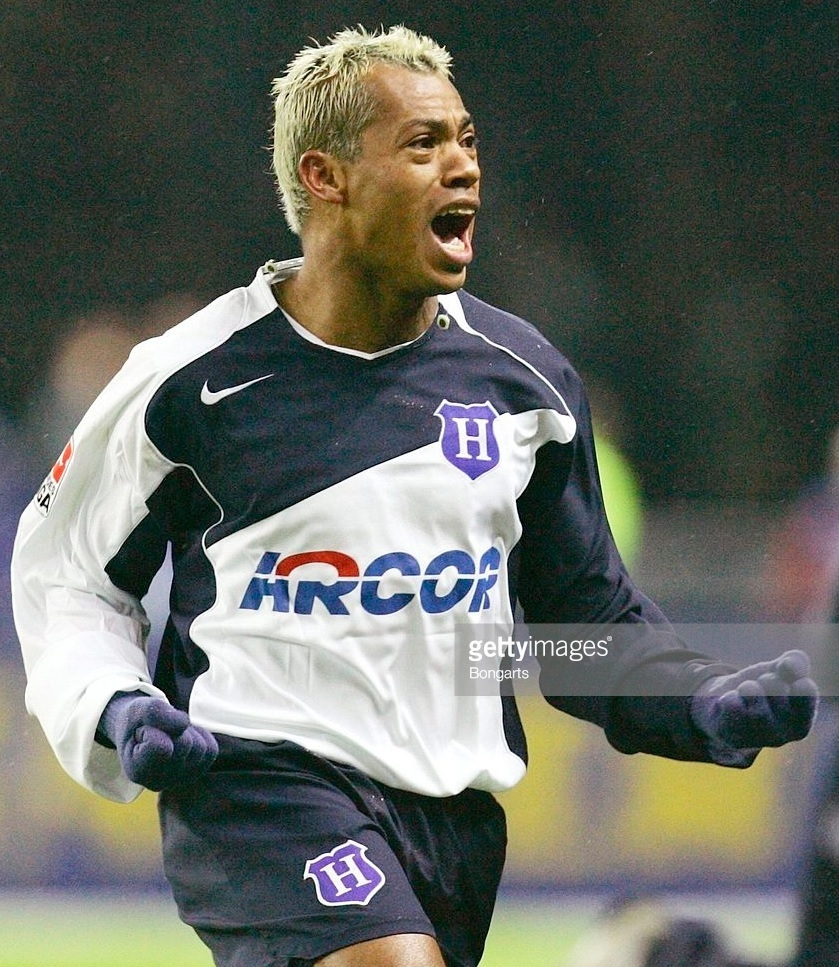 Hertha-Berlin-04-05-NIKE-home-kit.jpg