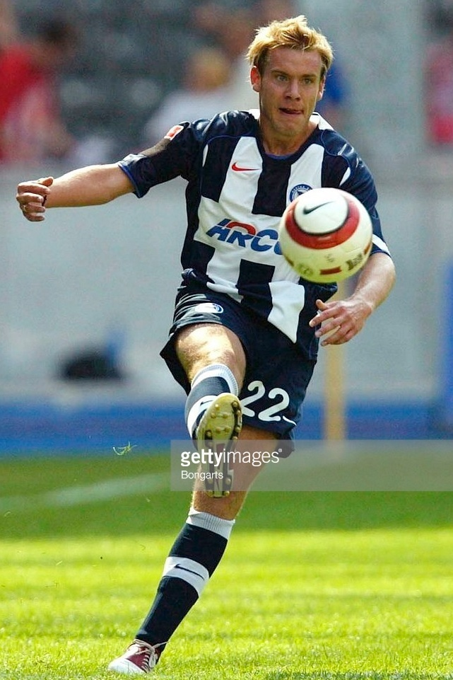 Hertha-Berlin-04-05-NIKE-home-stripe-kit.jpg