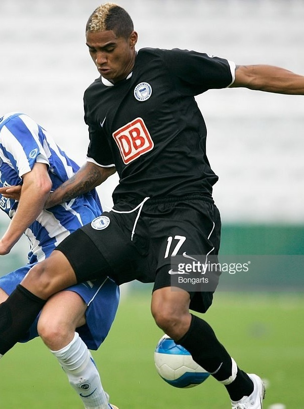 Hertha-Berlin-06-07-NIKE-third-kit.jpg