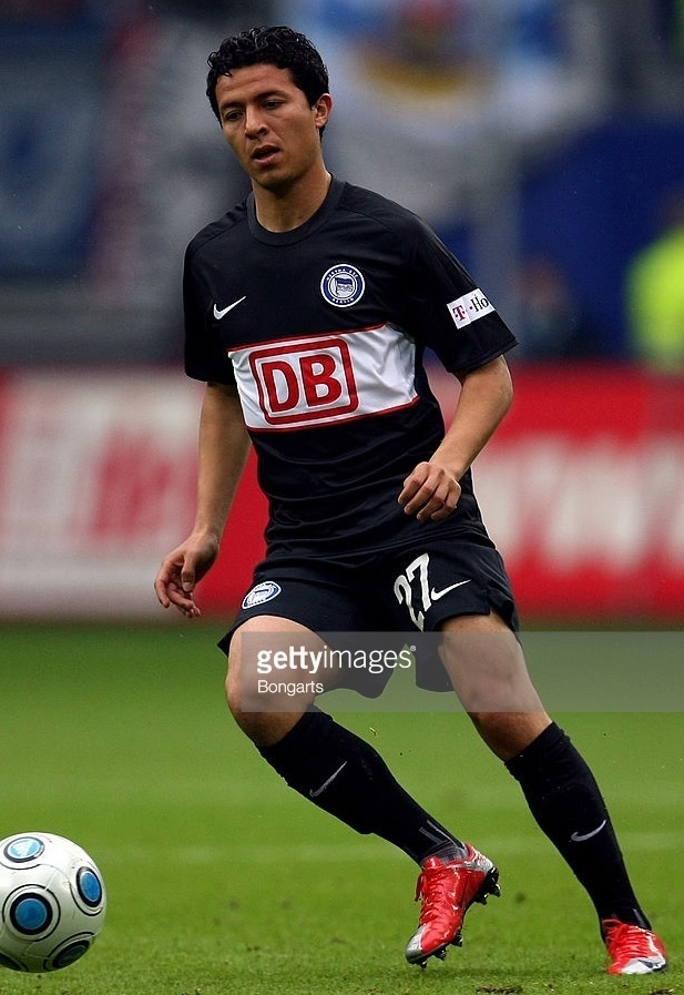 Hertha-Berlin-08-09-NIKE-away-kit.jpg