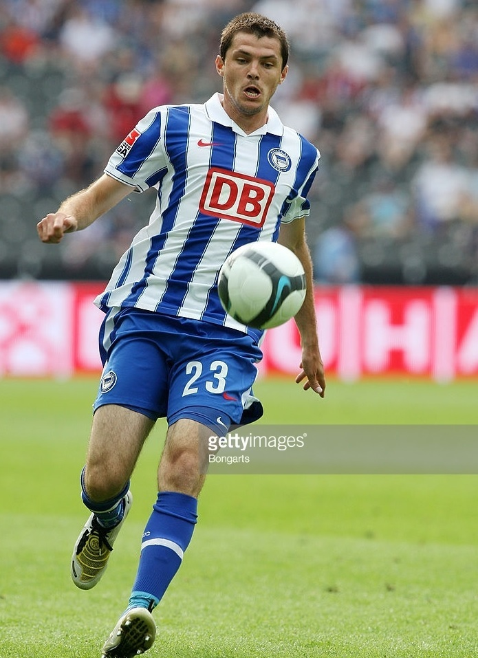 Hertha-Berlin-09-10-NIKE-DB-home-kit.jpg