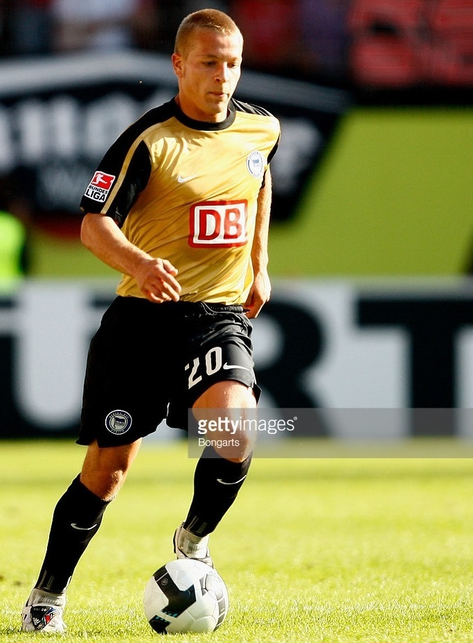 Hertha-Berlin-09-10-NIKE-third-kit.jpg