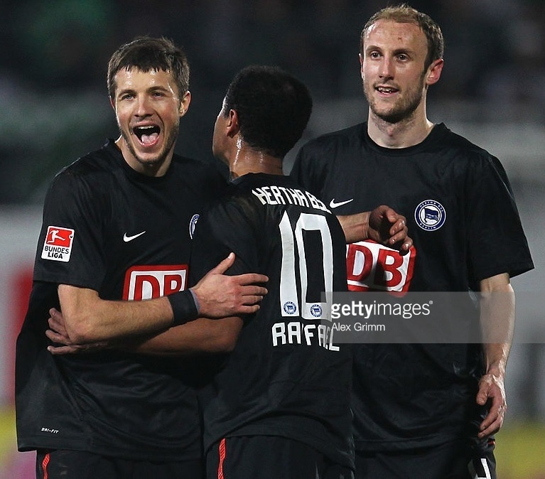 Hertha-Berlin-10-11-NIKE-third-kit.jpg
