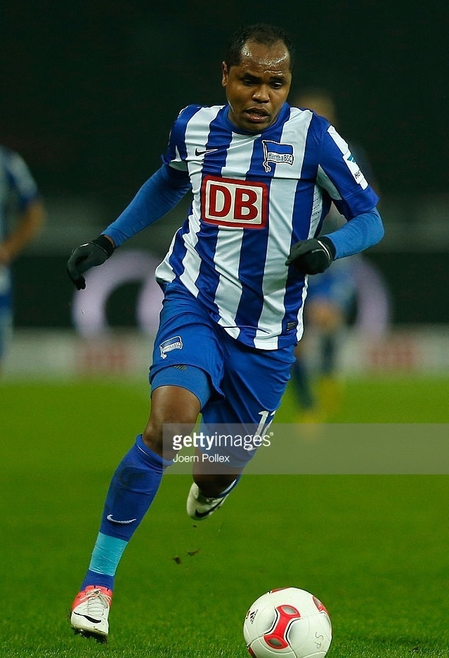 Hertha-Berlin-12-13-NIKE-home-kit.jpg