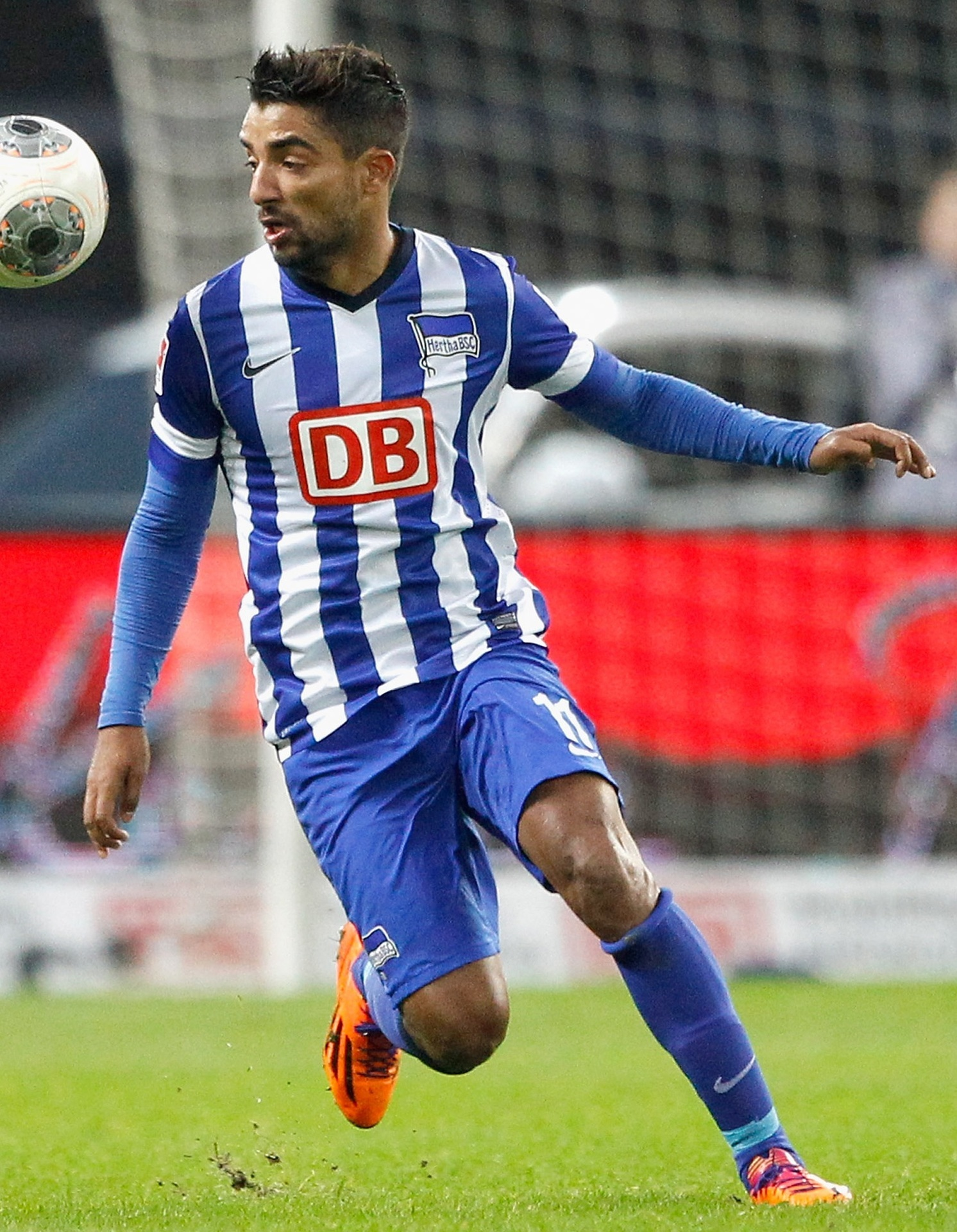 Hertha-Berlin-13-14-NIKE-home-kit.jpg