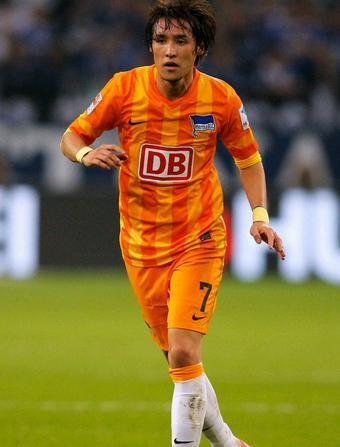 Hertha-Berlin-14-15-away-kit-細貝萌.JPG