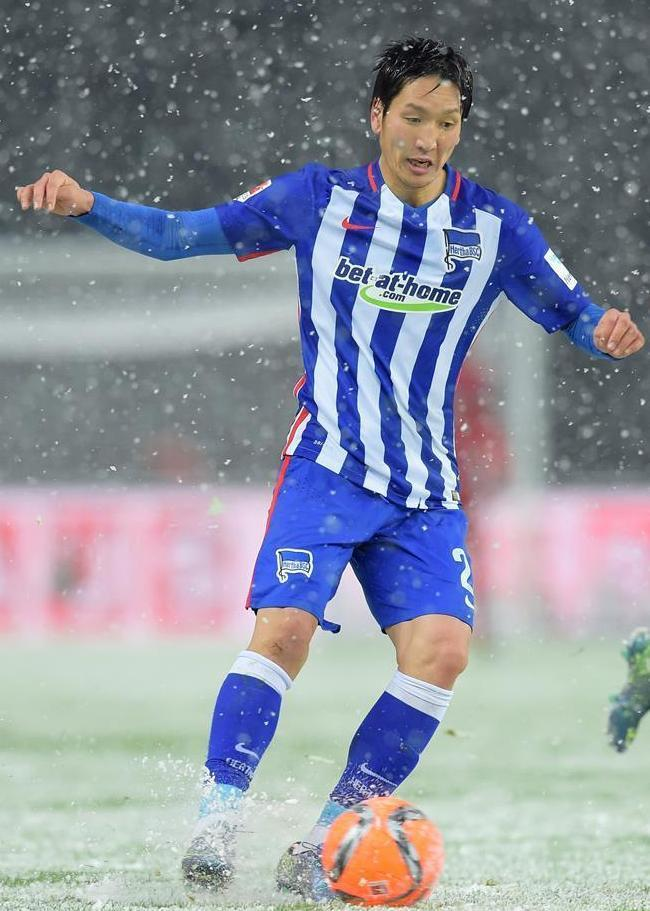Hertha-Berlin-15-16-NIKE-home-kit.JPG