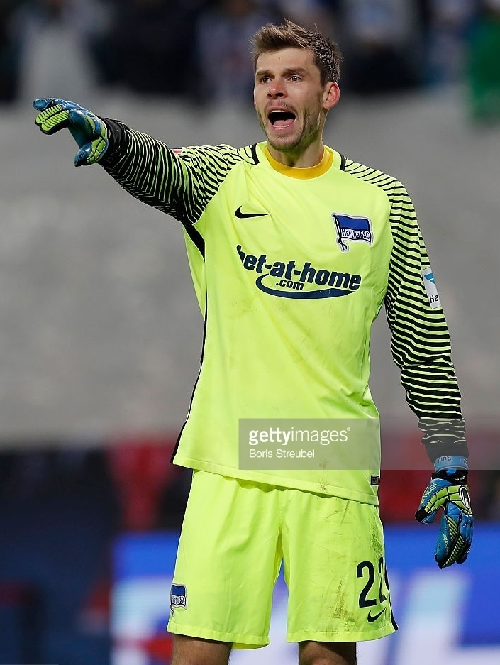 Hertha-Berlin-2016-17-NIKE-GK-away-kit.jpg