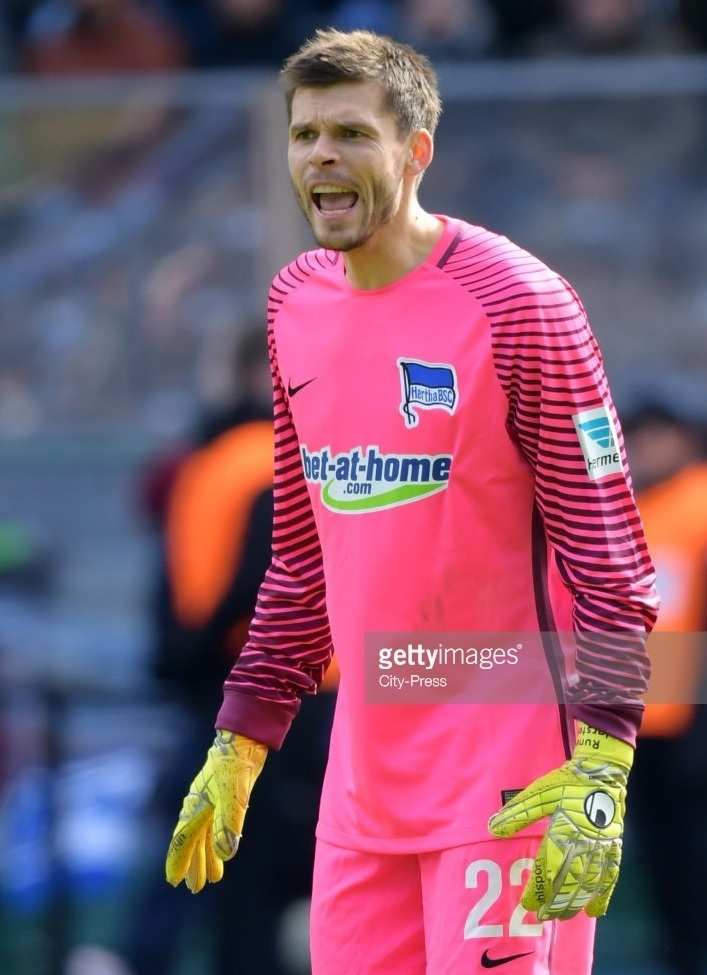 Hertha-Berlin-2016-17-NIKE-GK-home-kit.jpg