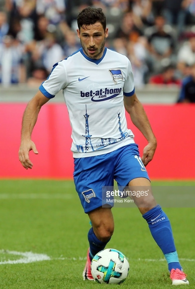 Hertha-Berlin-2016-17-NIKE-away-kit-Mathew-Leckie.jpg