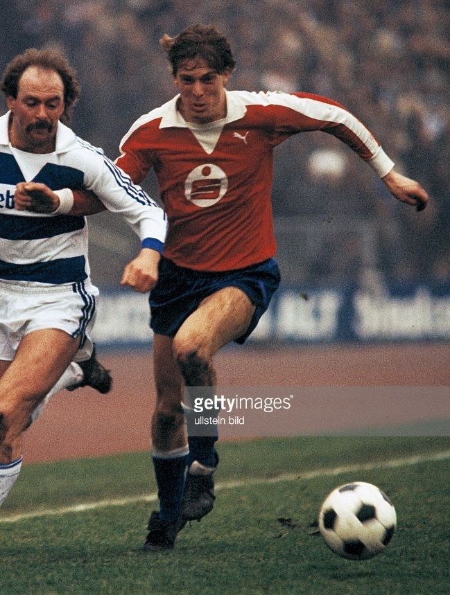 Hertha-Berlin-79-80-PUMA-away-kit.jpg