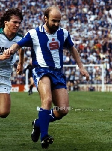 Hertha-Berlin-82-83-PUMA-home-kit.jpg