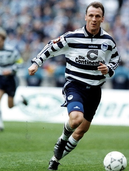 Hertha-Berlin-97-98-adidas-home-kit.jpg