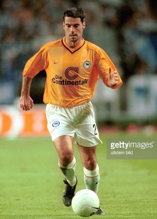 Hertha-Berlin-99-00-NIKE-away-kit.jpg