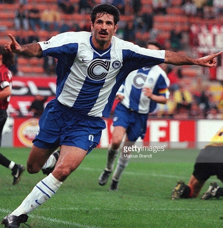Hertha-Berlin-99-00-NIKE-home-kit-Ali-Daei.jpg