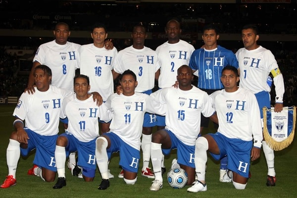 Honduras-09-10-Joma-home-kit-white-blue-white-line-up.jpg