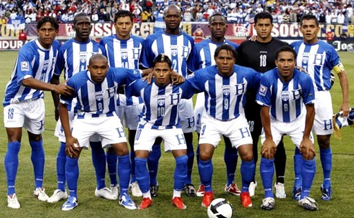 Honduras-09-10-Joma-uniform-stripe-white-blue-group.JPG