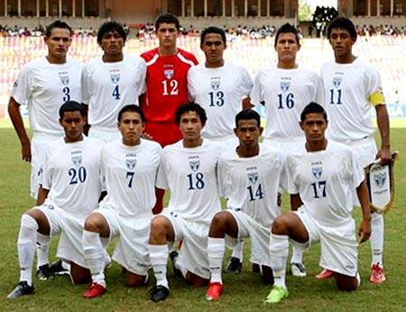 Honduras-09-U17-Joma-uniform-white-white-white-group.JPG