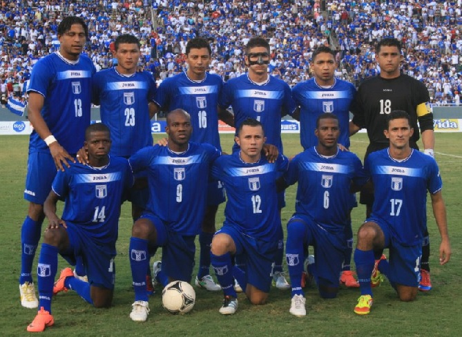 Honduras-10-11-Joma-away-kit-blue-blue-blue-line-up.jpg