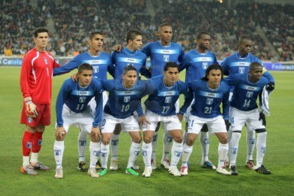 Honduras-10-11-Joma-away-kit-blue-white-white-line-up.jpg
