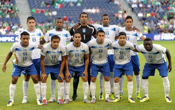 Honduras-10-11-Joma-home-kit-white-blue-white-line-up.jpg