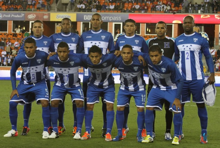 Honduras-12-13-Joma-away-kit-stripe-blue-blue-line-up.jpg