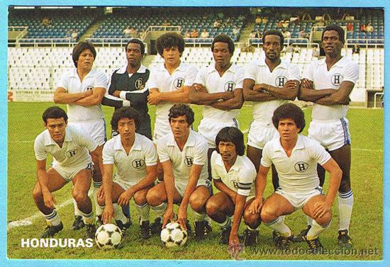 Honduras-82-unknown-home-kit-white-white-white-line-up.jpg