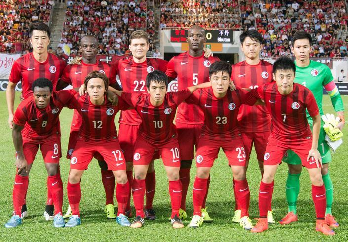 Hong-Kong-14-15-NIKE-home-kit-red-red-red-line-up.JPG