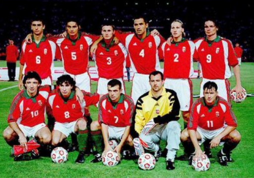 Hungary-00-01-adidas-home-kit-red-white-green-line-up.jpg