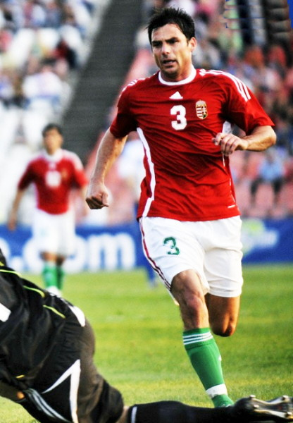 Hungary-08-09-adidas-home-uniform-red-white-green.jpg
