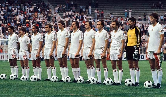 Hungary-1982-adidas-away-kit-white-white-white-line.jpg