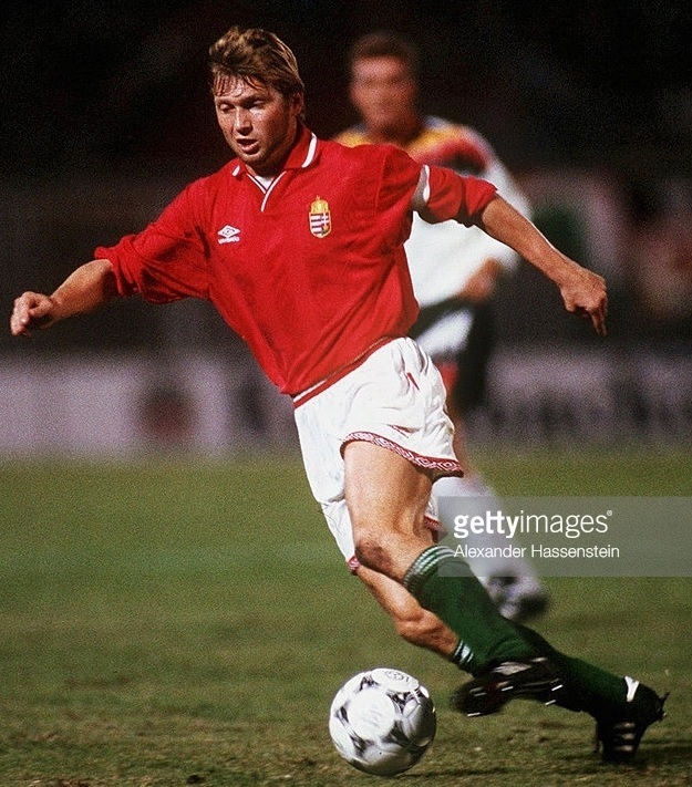 Hungary-94-95-UMBRO-home-kit-red-white-green.jpg