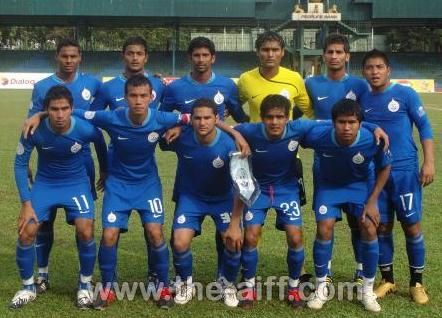 India-08-NIKE-home-kit-blue-blue-blue-line-up.JPG
