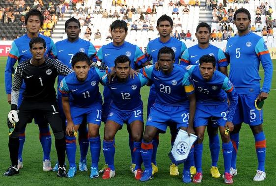 India-10-11-NIKE-asian cup-home-kit-blue-blue-blue-line-up.JPG