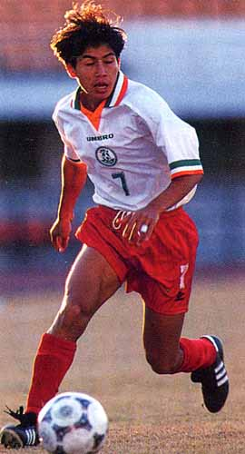 India-96-UMBRO-uniform-white-orange-orange.JPG