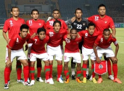 Indonesia-10-11-NIKE-home-kit-red-white-red-group-photo.jpg