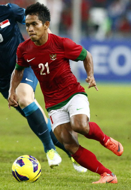 Indonesia-12-13-NIKE-home-kit-red-white-red.jpg