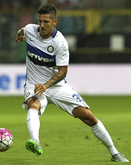 Inter-Milano-15-16-NIKE-second-kit-Stevan-Jovetic.JPG