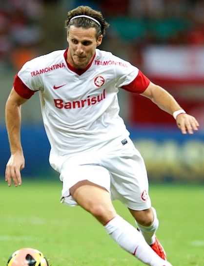Internacional-2012-2013-NIKE-second-kit-Diego Forlán.jpg