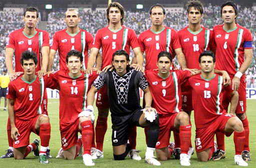 Iran-08-daei-home-red-red-red-group.JPG