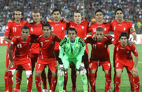 Iran-11-12-uhlsport-away-kit-red-red-red-line-up.jpg