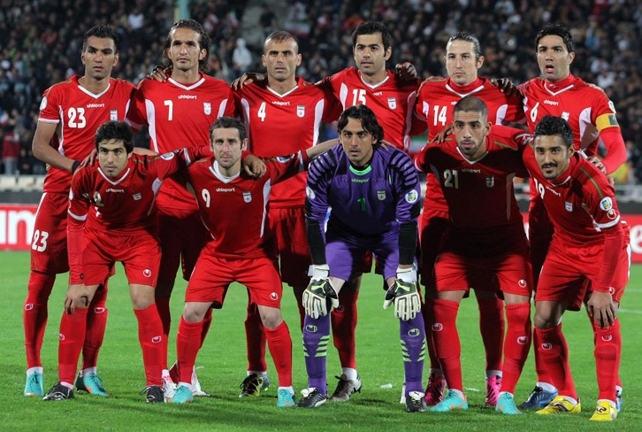 Iran-12-13-uhlsport-away-kit-red-red-red-line-up.jpg